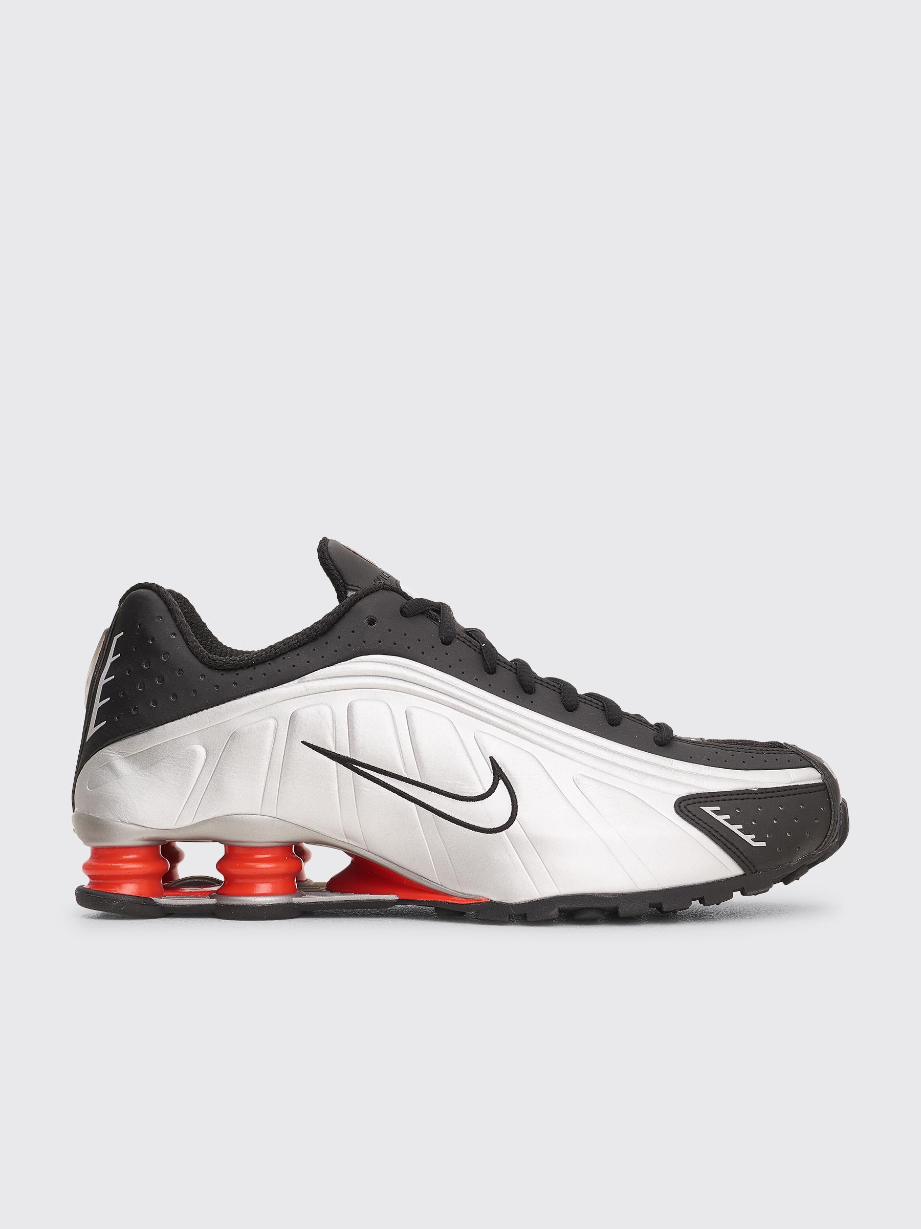 e95585f8f62a1 Très Bien - Nike Sportswear Shox R4 Black   Metallic Silver