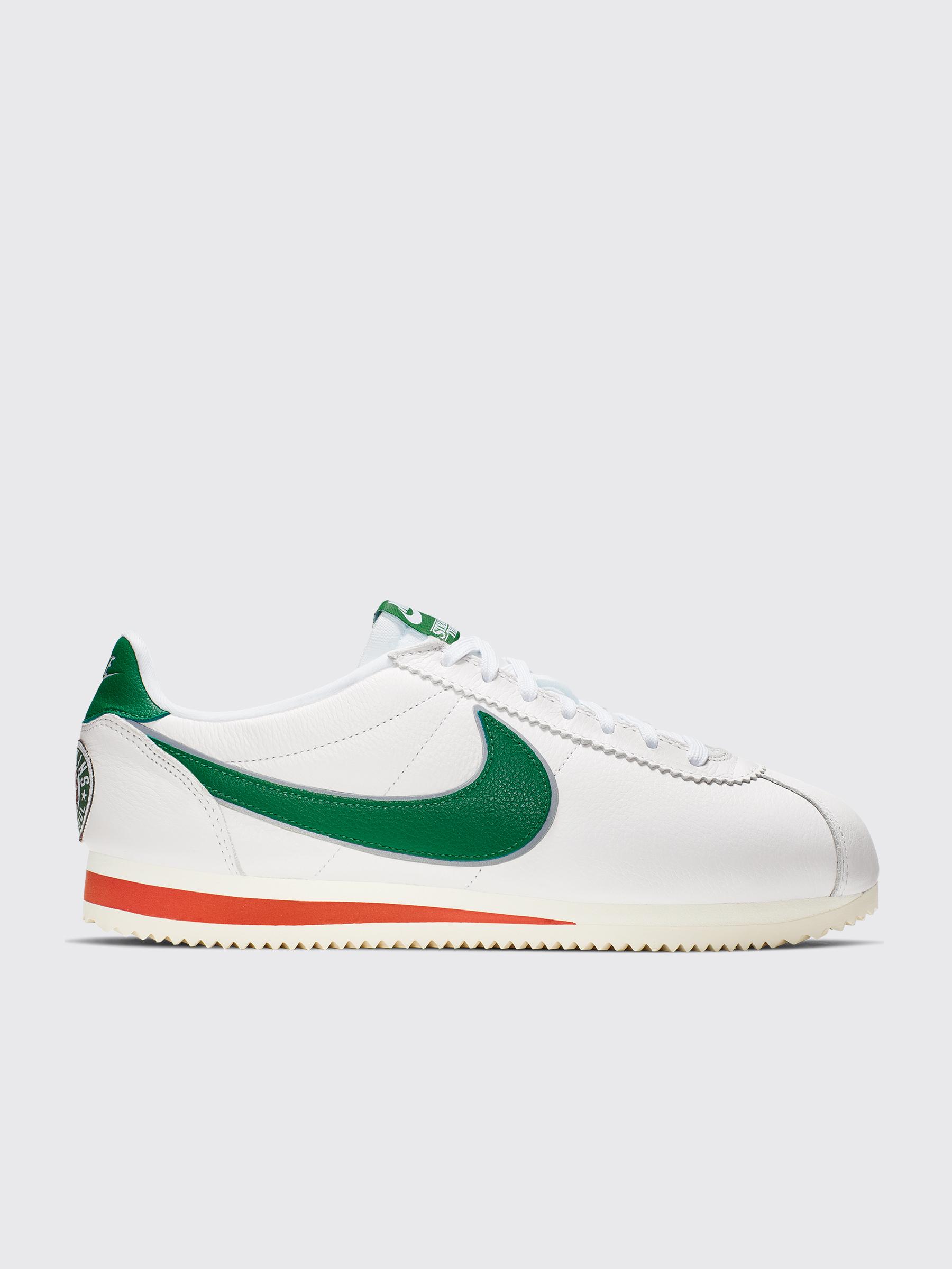 info for b73b4 057b9 Très Bien - Nike x Stranger Things Classic Cortez White   Pine Green
