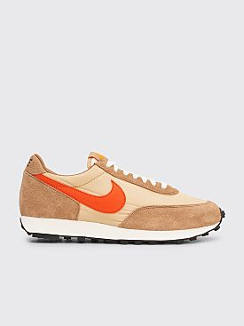 Nike Daybreak SP Vegas Gold / College Orange