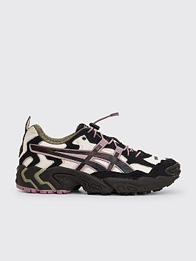 Asics SportStyle x Pleasures Gel-Nandi Cream / Graphite Grey
