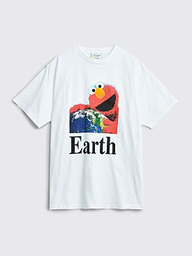 Public Possession I Hug Earth T-shirt White