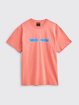 Très Bien Souvenir T-shirt Chubby Font Coral