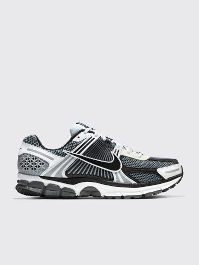 17433b3d14f2 Très Bien - Nike Zoom Vomero 5 SE SP Dark Grey   Black