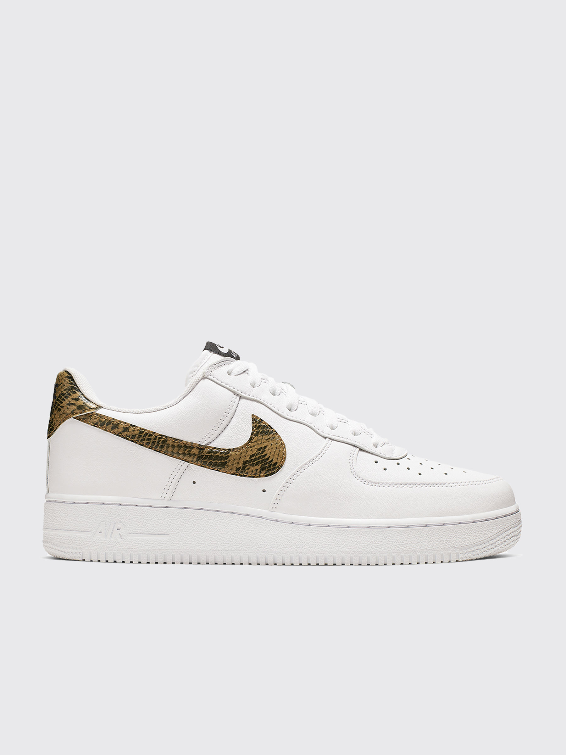 sneakers for cheap 52429 11ec7 Très Bien - Nike Air Force 1 Low Retro PRM QS White   Elemental Gold